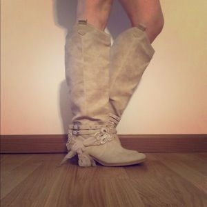 Boutique boots with bow 🎀